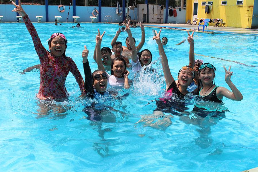 hoạt động ngoại khóa bơi lội tại trường quốc tế Việt Anh