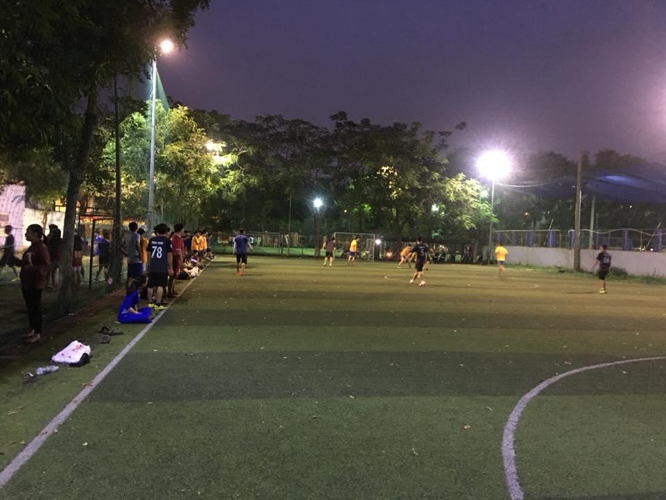 Sân bóng trường Việt Anh
