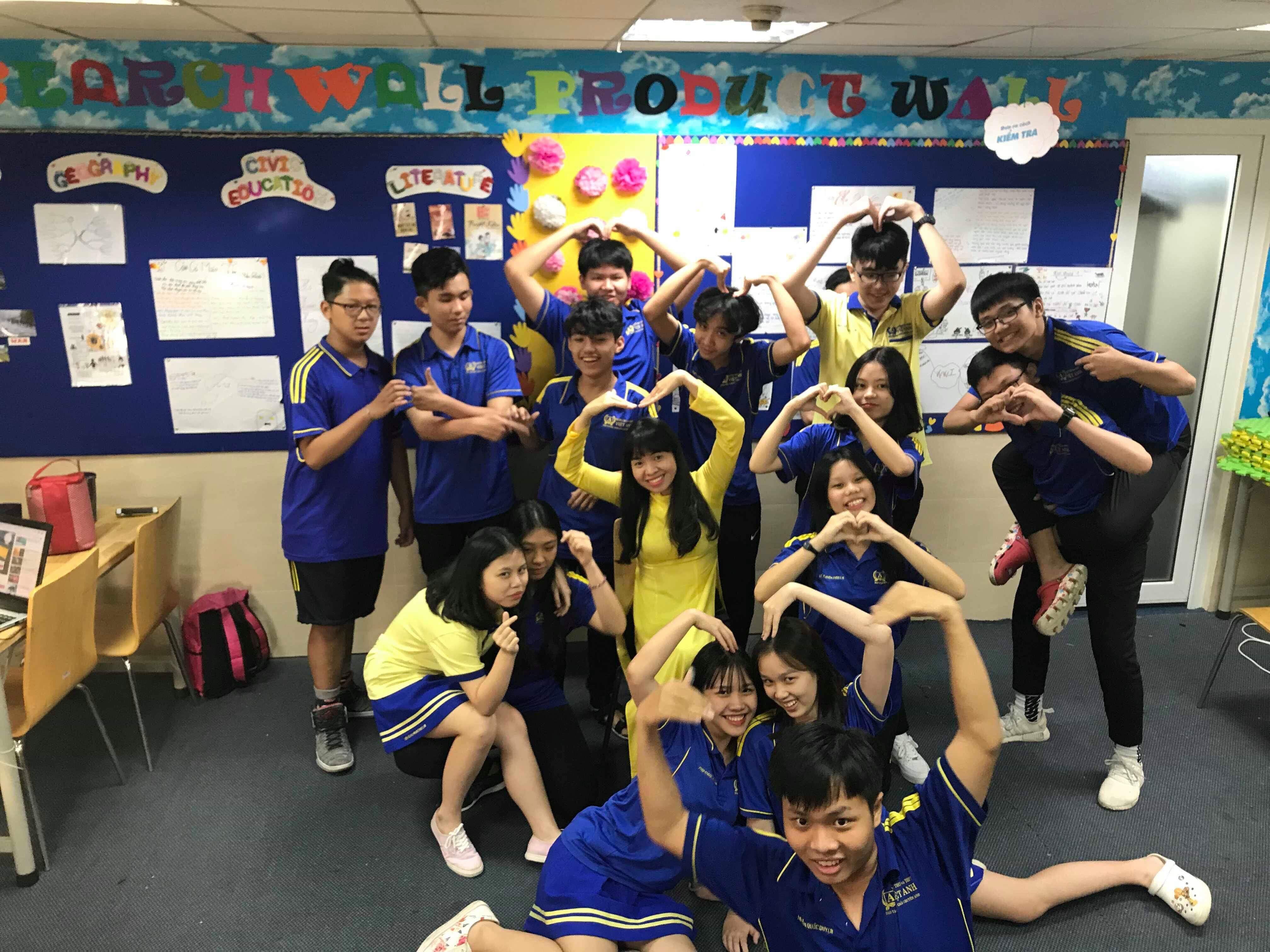 Khoảnh Khắc Thầy Trò 2018 – Ảnh dự thi lớp 11A1