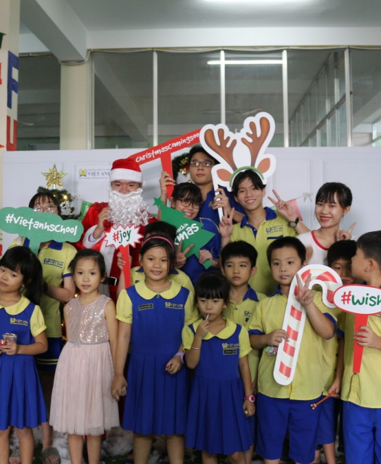 Không khí Noel sớm rộn ràng tràn ngập trường Việt Anh