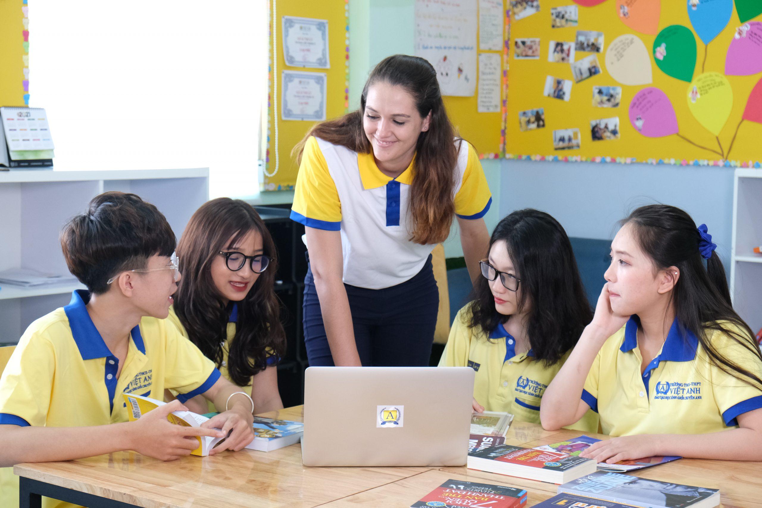 Học IELTS tại Trường Việt Anh cùng giáo viên bản ngữ