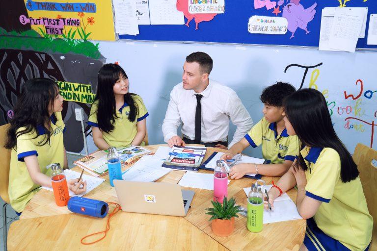 Nếu đang tìm kiếm một môi trường học tập tốt nhất cho con,đừng bỏ qua hướng dẫn chọn trường THPT chuyên Anh quốc tế tại TPHCM trong bài viết.