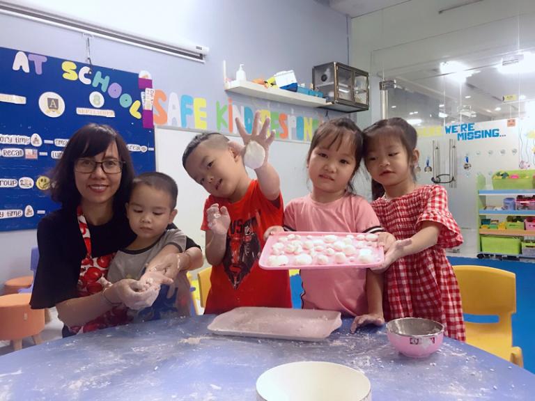 Tìm hiểu ngay top 5 kỹ năng sống quan trọng cho trẻ ở độ tuổi mầm non.