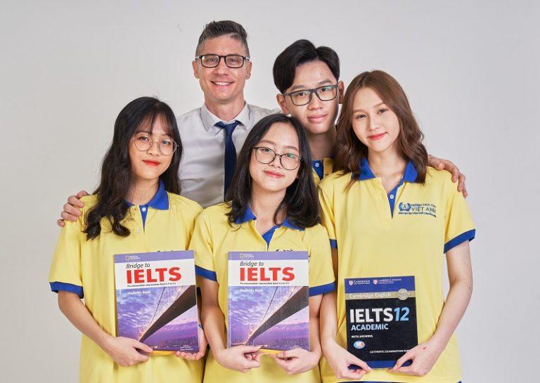 Tôi muốn làm thủ tục để con chuyển sang học tại trường dân lập Việt Anh TPHCM thì cần những giấy tờ hồ sơ gì?